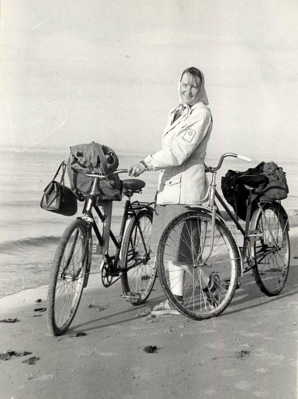 Участник экспедиции 1982 г. в Приморский район Т.М. Кольцова на пути из Пертоминска в д. Красная гора.