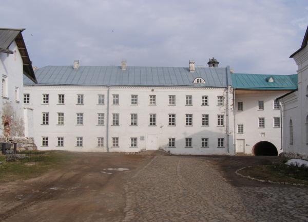 Новобратский корпус – административное здание Соловецкого музея-заповедника (с 2002 г.)