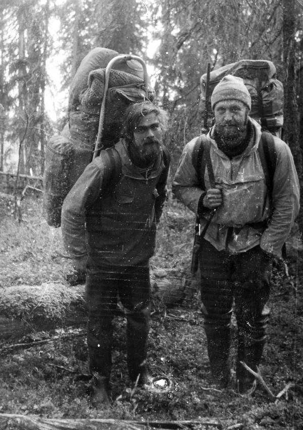 В.Б. Петрунин и А.Н. Рябцев в комплексной природно-археологической экспедиции. Соловки, 1990 год.