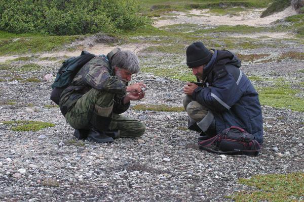Члены орнитологической экспедиции А. Черенков и В. Семашко на маршруте. 2011 год.