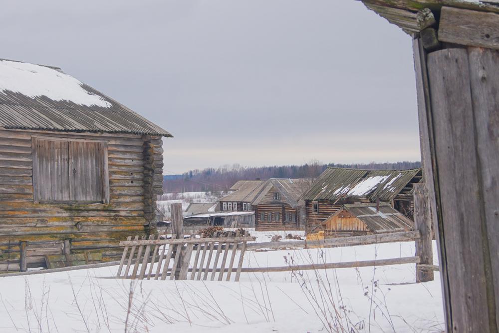 Дер. Меландово близ Емецка отчасти сохранила облик традиционной деревни, характерной для этих мест