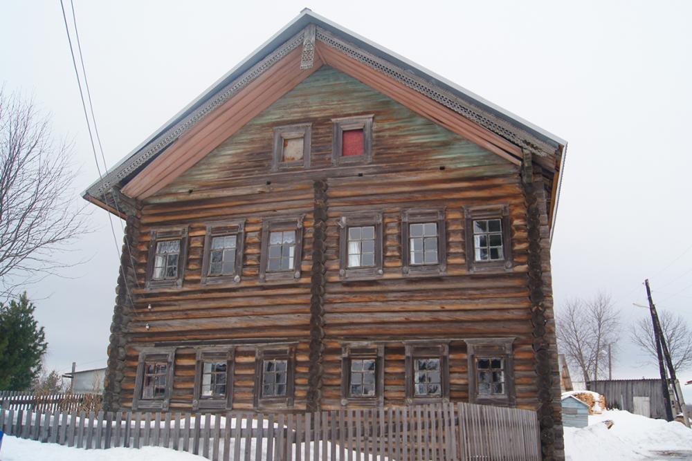 Дом семьи гончаров Аксёновых в дер. Сухарёво. Построен в 1825 г.