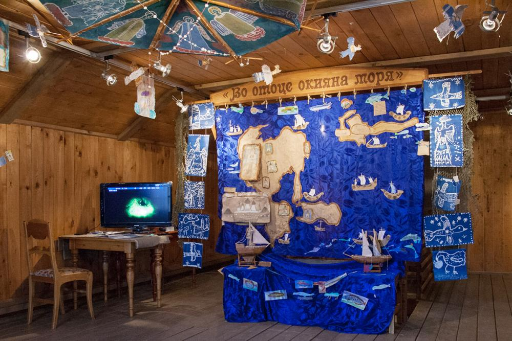 Композиция выставки в светёлке Морского музея