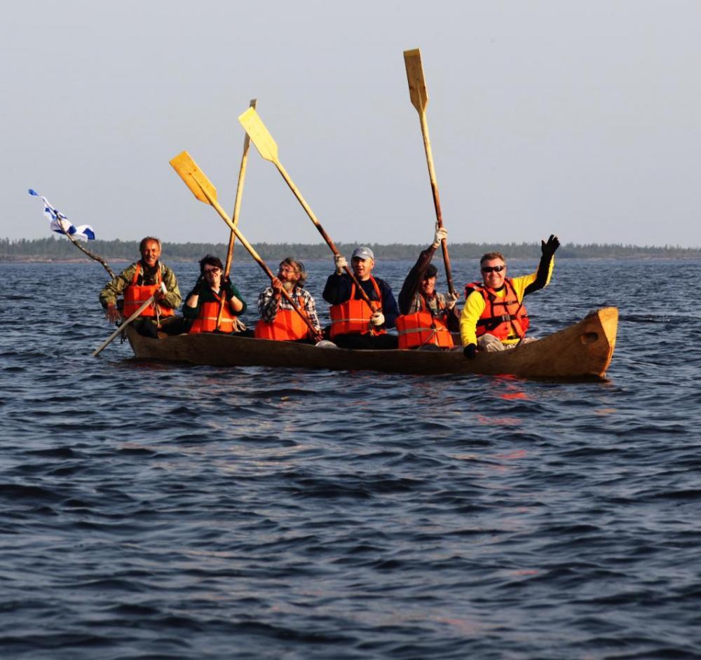 Лодка – долбленка в Белом море. Июль 2010 г.