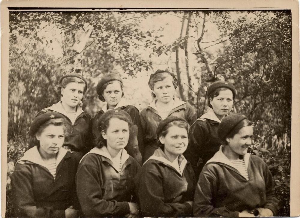 Девушки - инструкторы Школы связи УО СФ. Соловки. 1943 г.