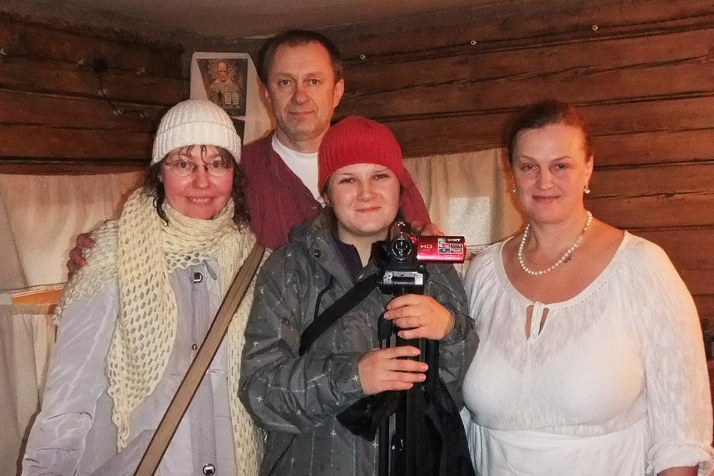 Участники экспедиции с семьёй Жигаловых в д. Рогачиха