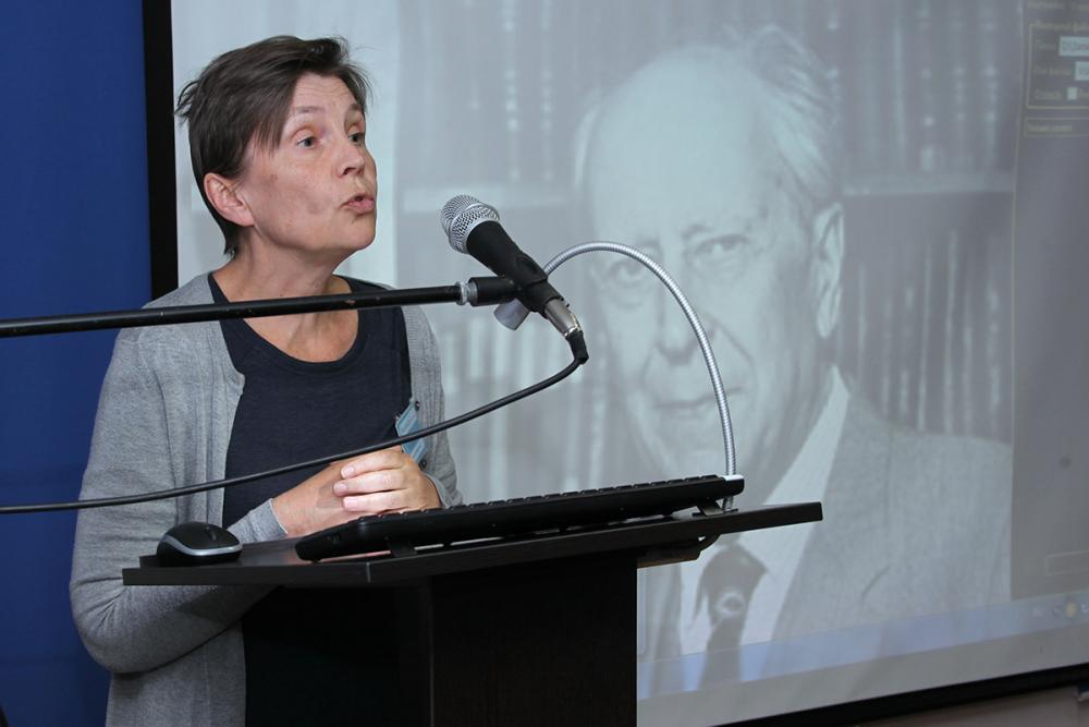 Внучка Д.С. Лихачева В.С. Тольц на конференции