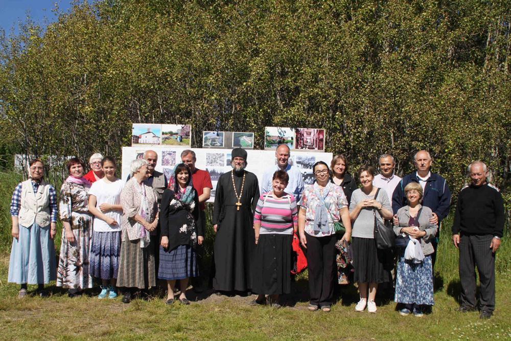 Участники конференции в Савватиевском скиту