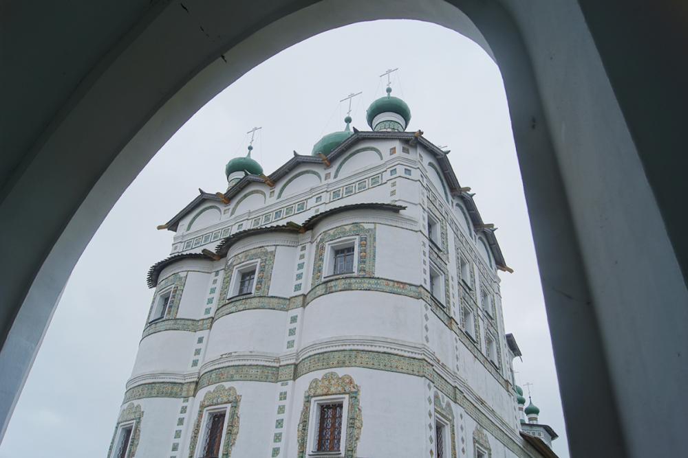 Окна в Рай. Изразцовый декор церкви Иоанна Богослова Николо-Вяжищского монастыря. Конец XVII – начало XVIII в.