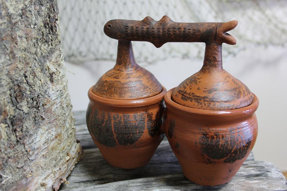 Горшочки (двойные) из набора гончарной посуды «Рыбы». Автор – Юлия Белова