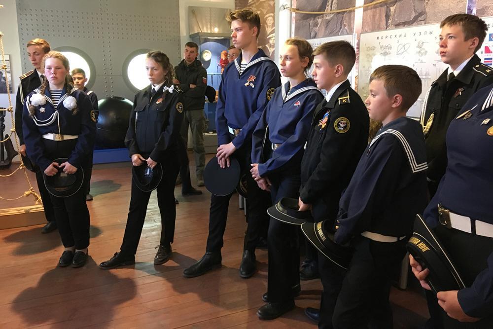 На экскурсии в экспозиции «Соловецкая школа юнг ВМФ. 1942-1945 гг.»