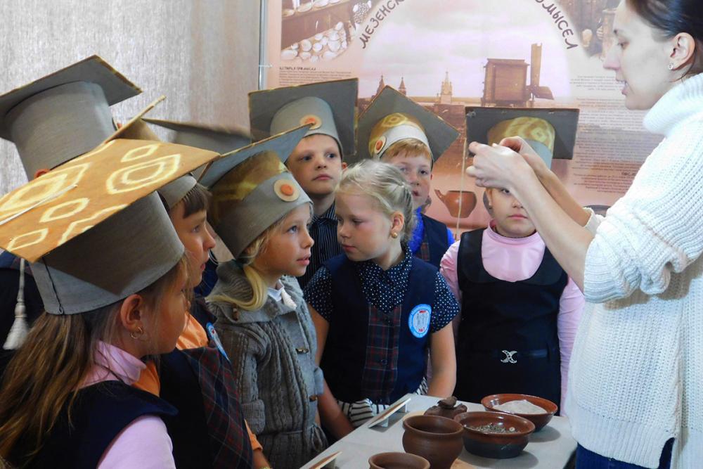 Детские экскурсии на выставке. Череповец. 2016