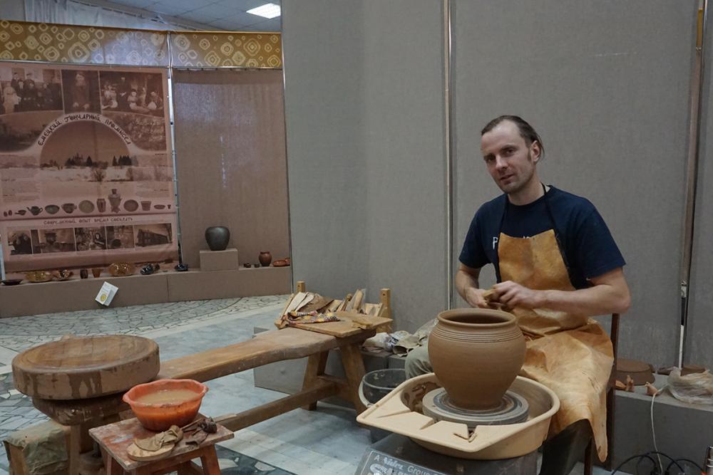 Денис Глаголев за работой. Ижевск. 2018