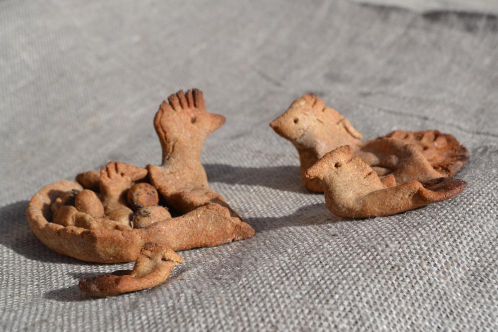 Семейка жаворонков из ржаного теста
